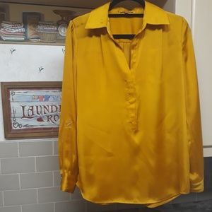 VINCE CAMUTO   Long Sleeve V-neck Collared Blouse